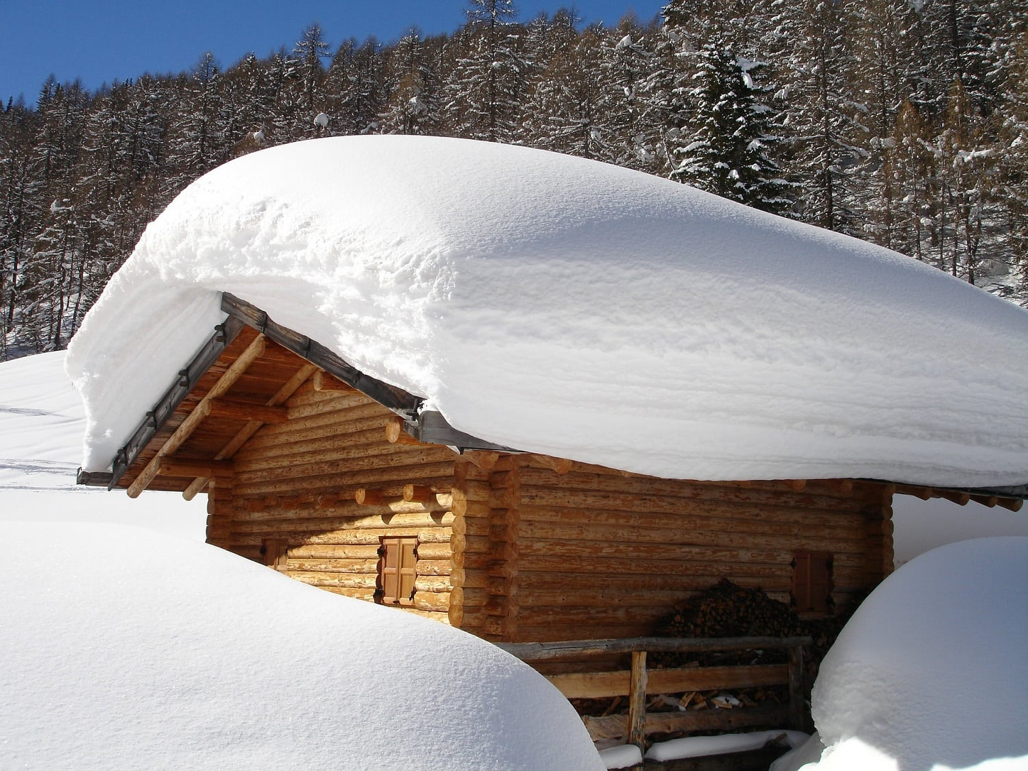 Tips for Clearing Snow From Your Roof